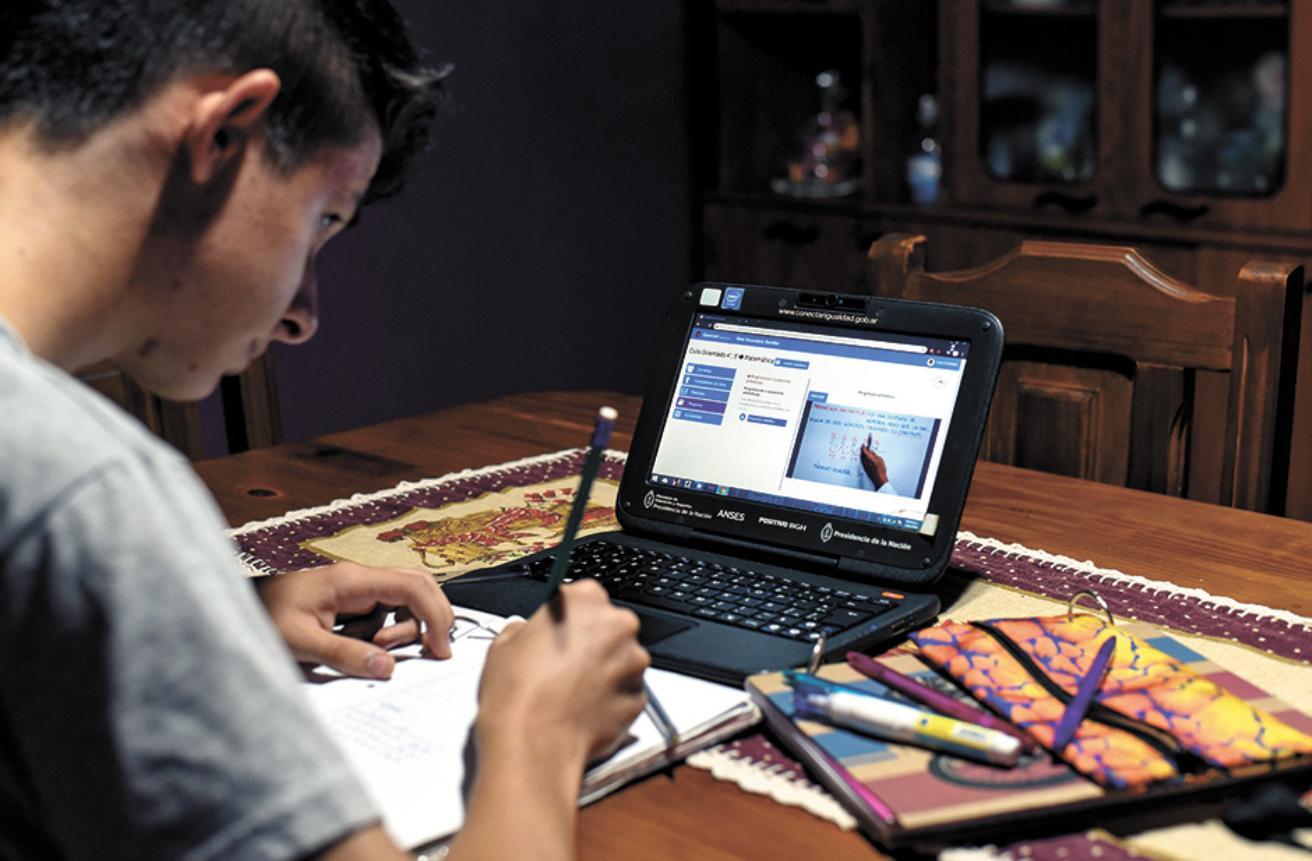 EL ACCESO A LA TECNOLOGÍA: UN ATENTADO CONTRA LA EDUCACIÓN A DISTANCIA