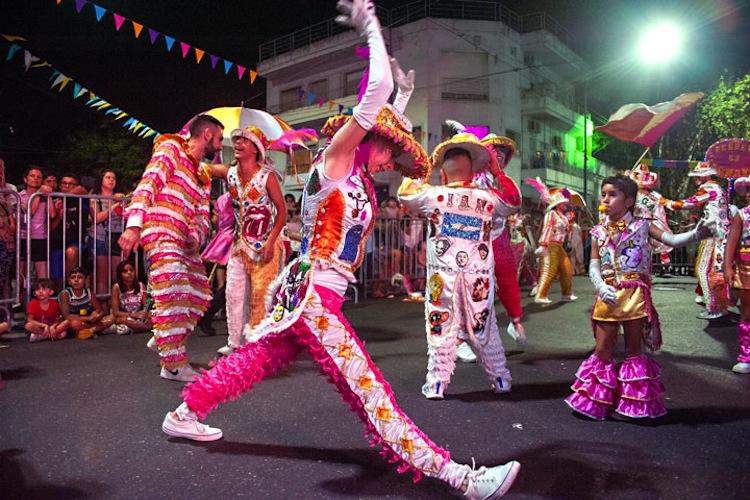Carnaval sin corsos y con barbijo