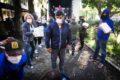 Los juntistas de la Comuna 9 le hablan la vecino