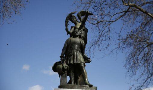 La estatua de Cristóbal Colón cumple cien años en Liniers