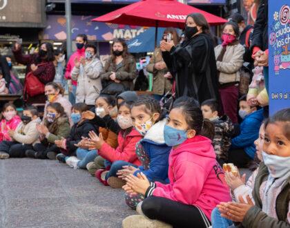 Espectáculos gratuitos y al aire libre en las plazas Sarmiento y de los Mataderos